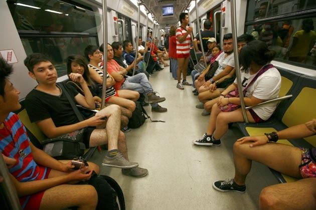 Hari Raya Aneh, Hari Tanpa Celana di Dalam Kereta