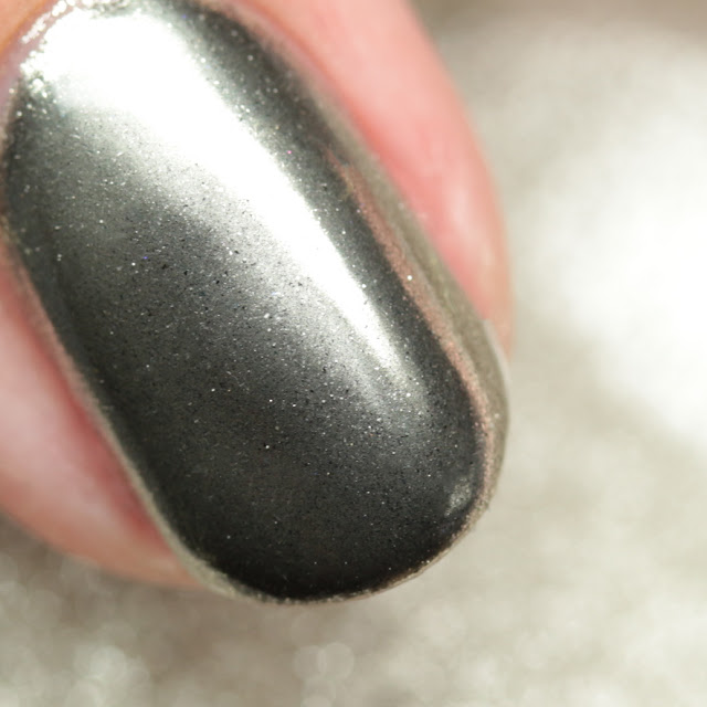 Girly Bits Cosmetics Mirror Chrome Effect Powder over black gel