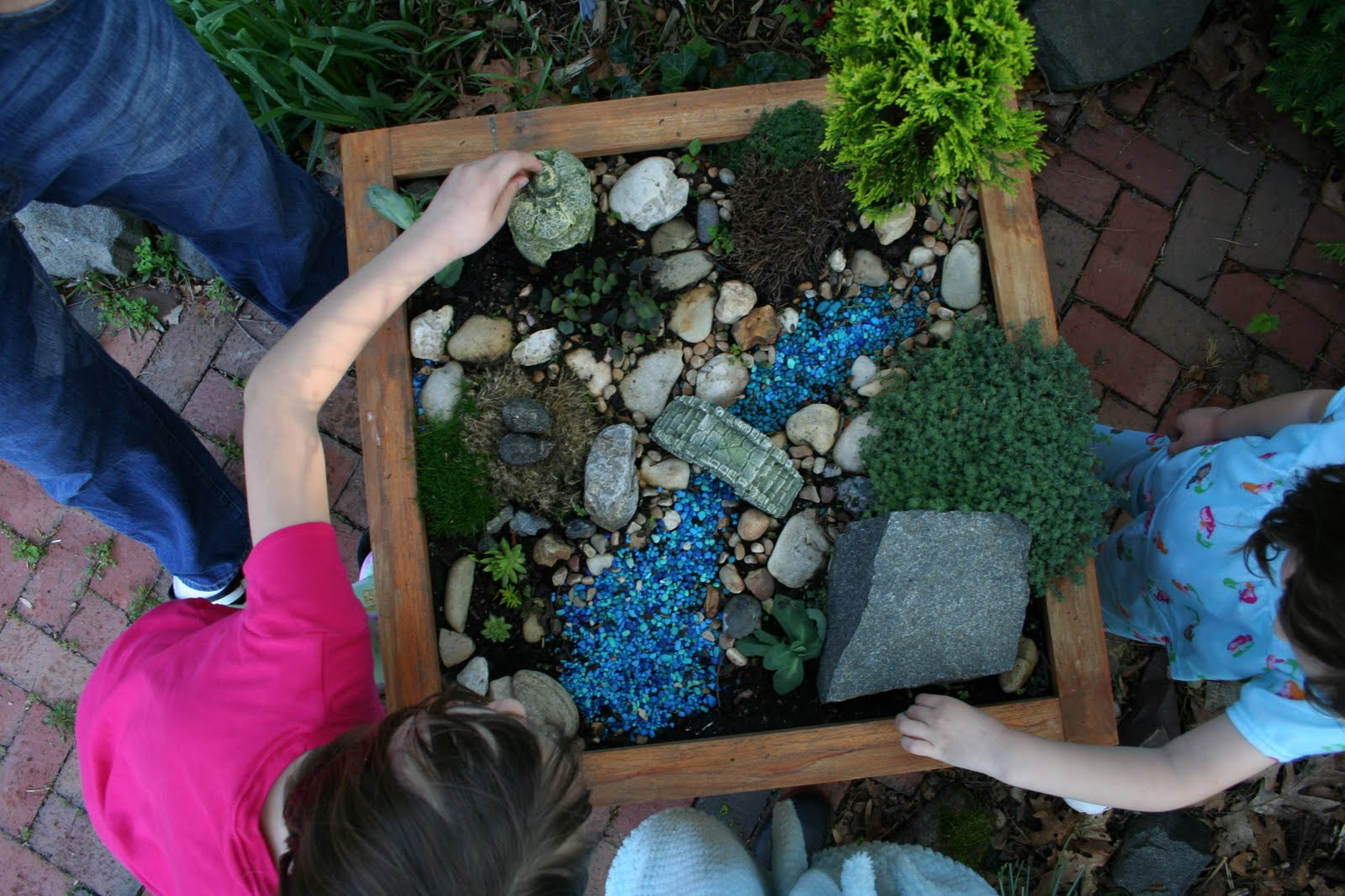 Gnome In Garden: Pink And Green Mama: * Backyard Makeover: Kid Friendly