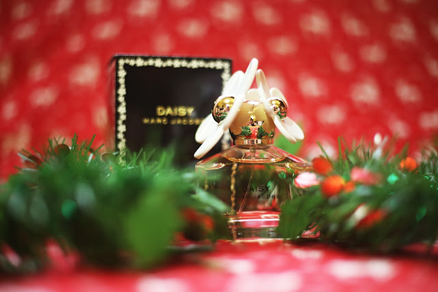 Plus Size Blogger Luxury Christmas Gift Guide Marc Jacobs Perfume The Perfume Store