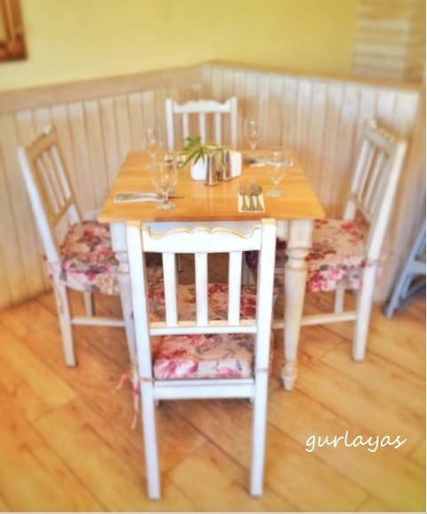 table at 10 doves street by gurlayas.blogspot.com