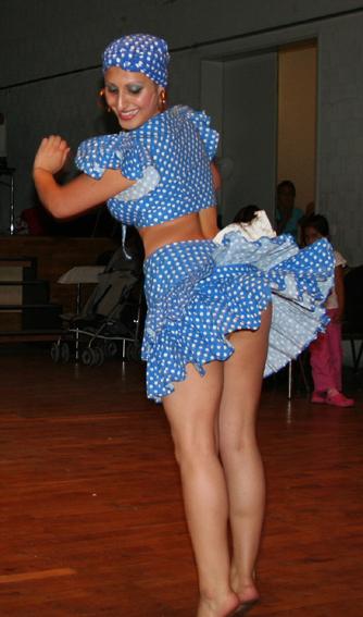 Bailando en vestido corto se le sube y se le ve todo - 3 part 4