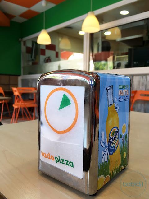 distributeur de serviettes en papier en gros plan au vade pizza à Ibiza