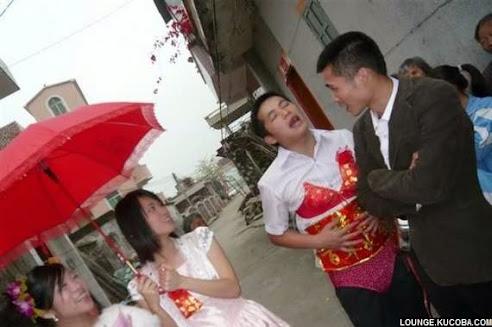 pesta pernikahan aneh