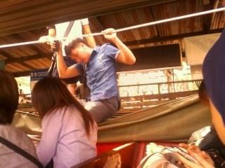 "<a href=""url gambar""><img alt=""traveling river boat bangkok thailand"" src=""urlgambar"" title=""travelling river boat bangkok thailand"" />"