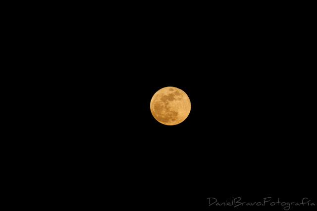 Fotografía de la Superluna llena azul de sangre
