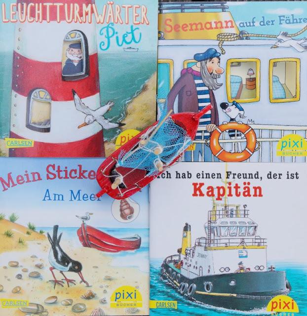 """Das Bücherboot auf Küstenkidsunterwegs hat diesmal ganz viele Kinderbücher, Jugendbücher und sogar ein paar Bücher für Erwachsene an Bord, die sich allesamt um das Thema """"Ferien und Urlaub am Meer"""" drehen! Pixi-Bücher zu Strand und Meer machen großen und kleinen Lesern Freude und sind toll für unterwegs und lange Fahrten."""