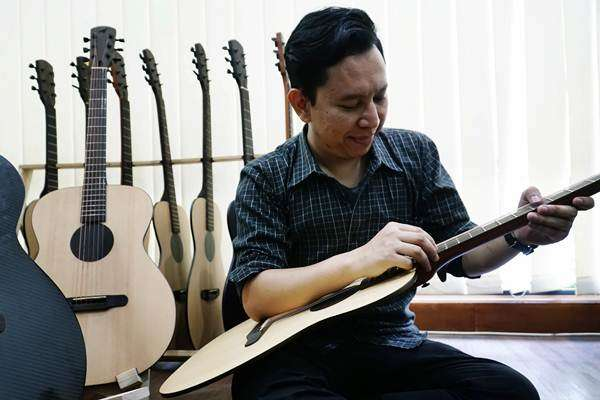 Ini Dia Gitar Tertipis di Dunia Yang Dibuat Warga Bandung