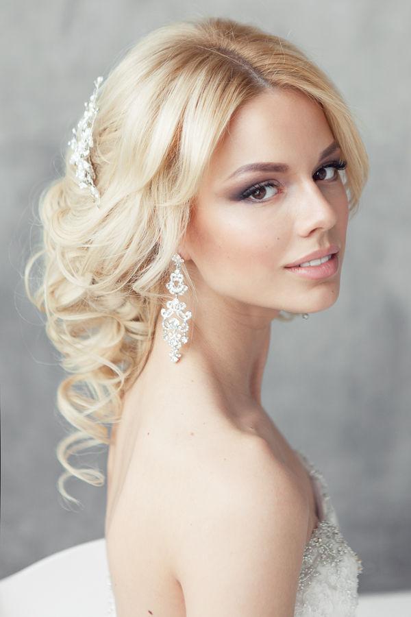 45 Elegant Loose Updo Hairstyles | Hairstylo
