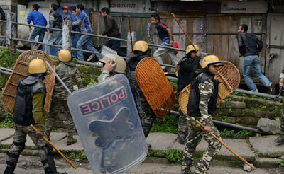 Police lathicharged over morcha supporter Gorkhaland bandh