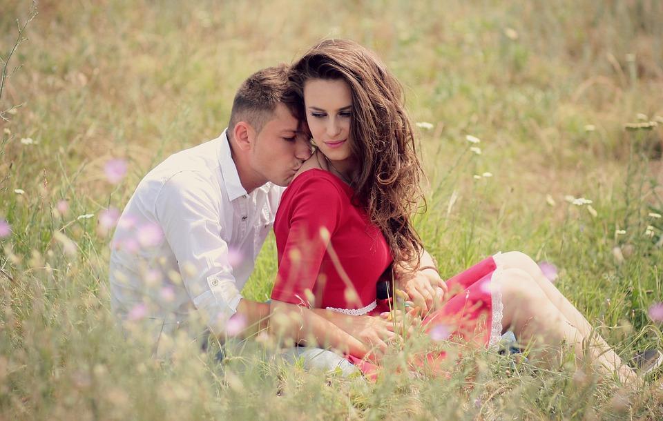 6 أخطاء تجعل المرأة تخذلك مع رجل آخر