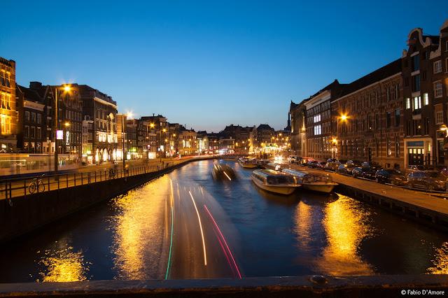 Canali ad Amsterdam di notte