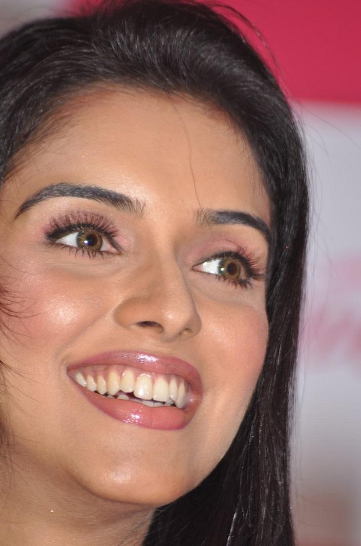 Bollywood Actress Asin Face Closeup Photos Without Makeup
