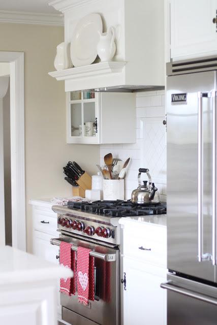white-kitchen-valentines-day-decor