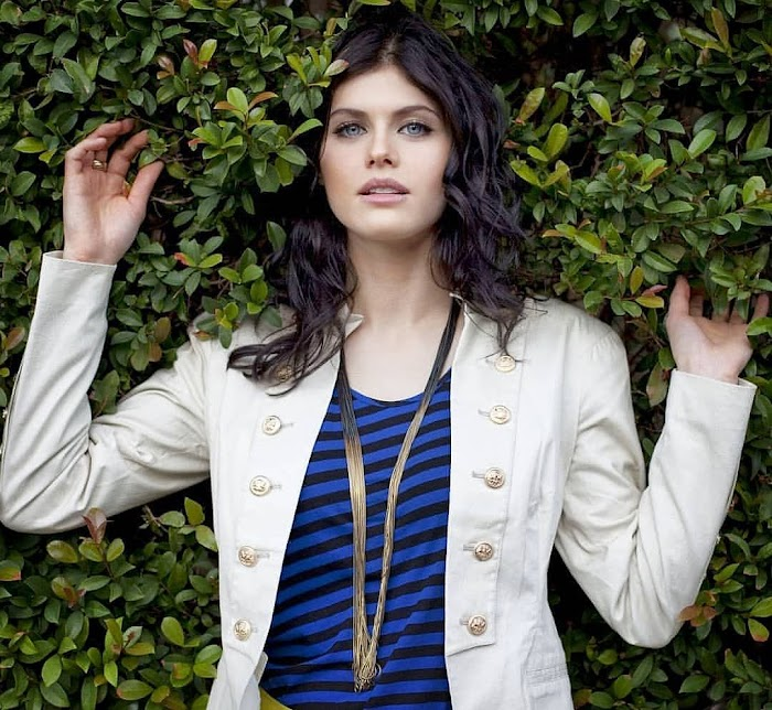 130 Hottest Alexandra Daddario Photos, HD Pictures & Images