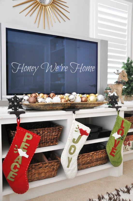Natural Christmas Decor in the Sitting Room | Honey We're Home