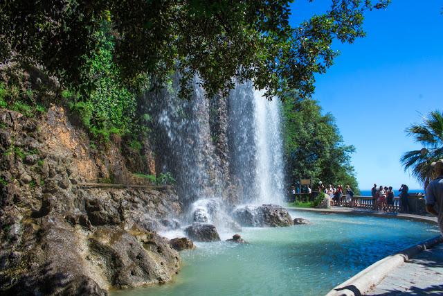 Parc de la Colline du Château Waterfall