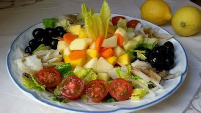 Ensalada vegana dos vinagretas con frutas