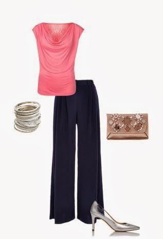 Pantalonas pretas, top decote drapeado rosa, pumps prateados e clutch dourada