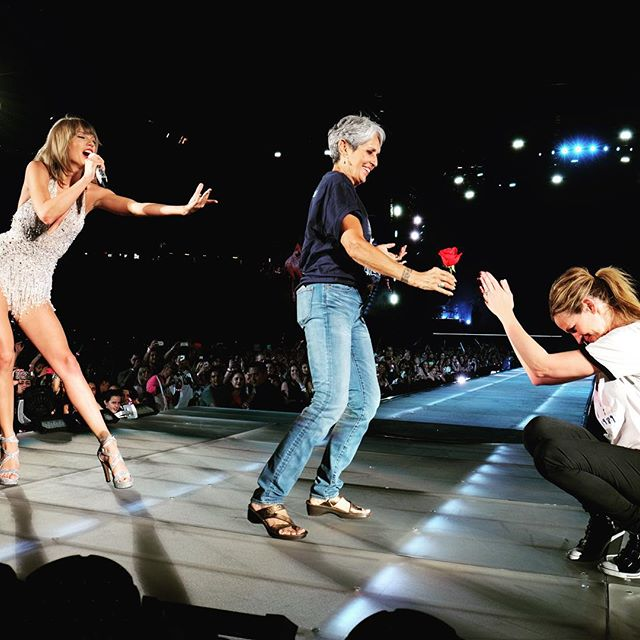 Taylor Swift Tonight Joan Baez and Julia Roberts danced it out to Style