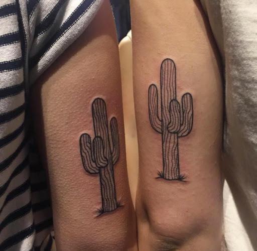 Correspondência de auto-croquis cactos tatuagens