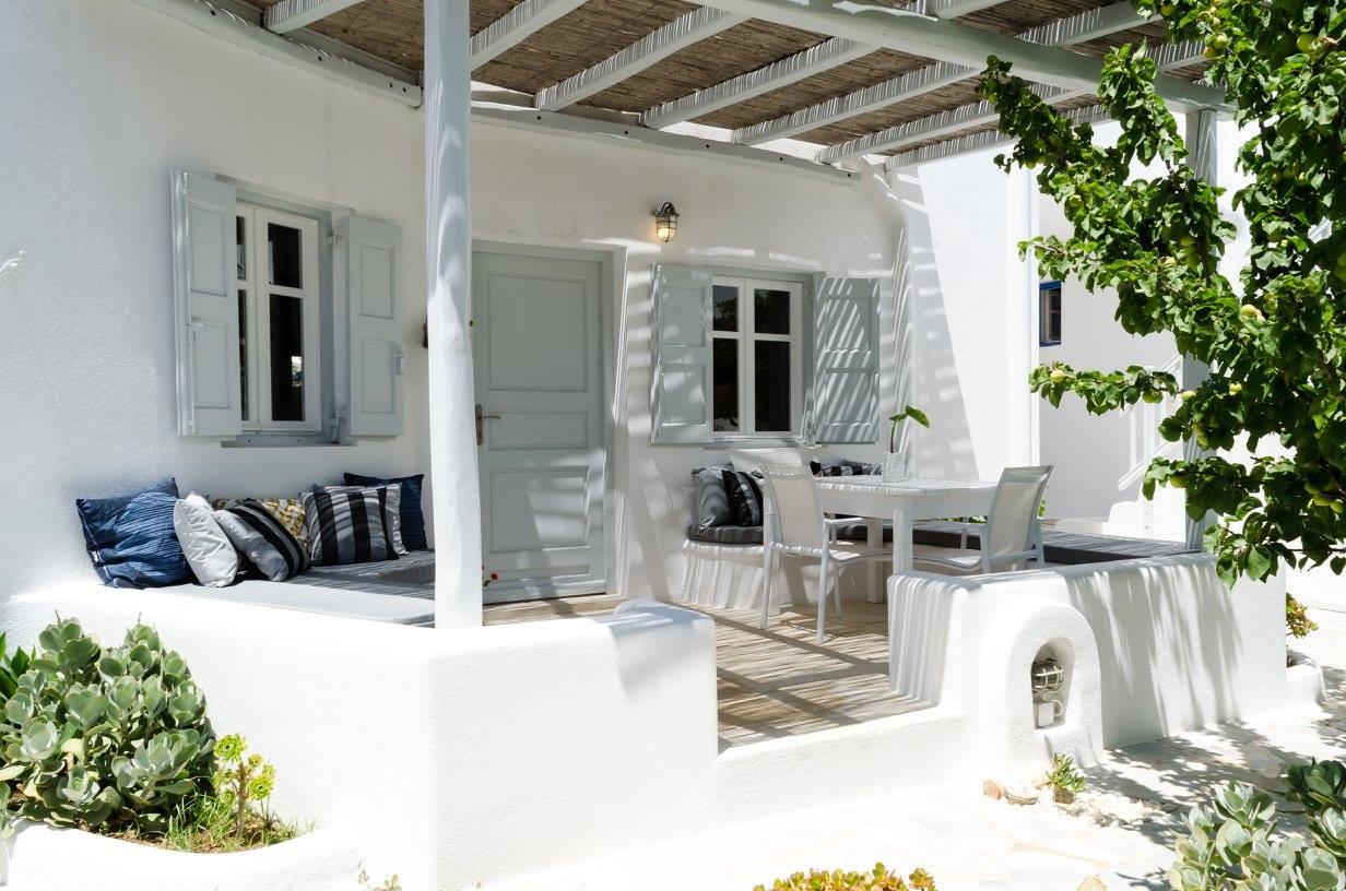 questa casa aperta al sole al mare agli amici ed al