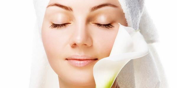 pori ini diharapkan untuk keluarkan keringat dan minyak di permukaan kulit Cara Mengecilkan Pori – Pori yang Praktis Tanpa Merusak Kulit