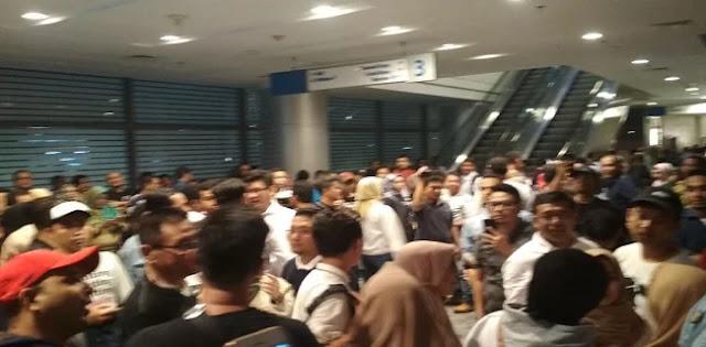Konser Solidaritas Ahmad Dhani Dibatalkan, Massa Teriak Minta Ganti Presiden