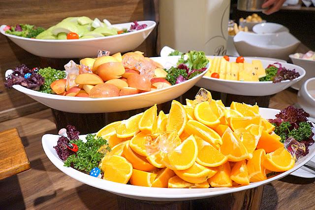 DSC08977 - 熱血採訪│台中吃到飽,公益路潘朵拉之宴平日中午自助吧吃到飽只要215元,平日經濟排餐240元起