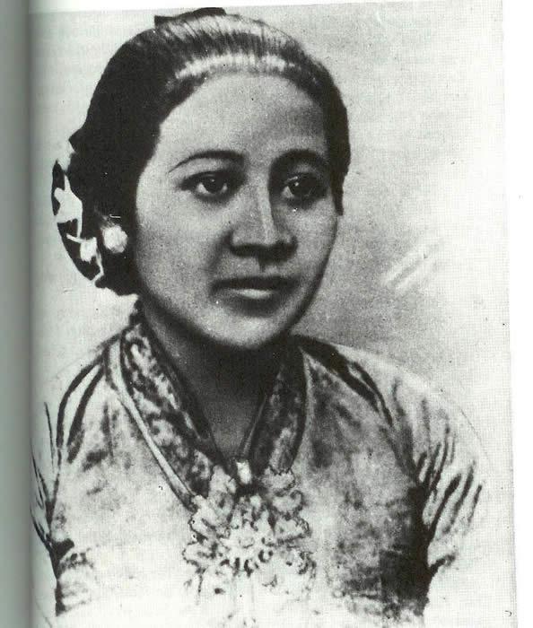 Contoh Biografi Ra Kartini Singkat - Contoh 36