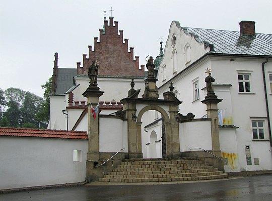 Kościół Najświętszej Maryi Panny Wniebowziętej i św. Stanisława Biskupa w Szczyrzycu.