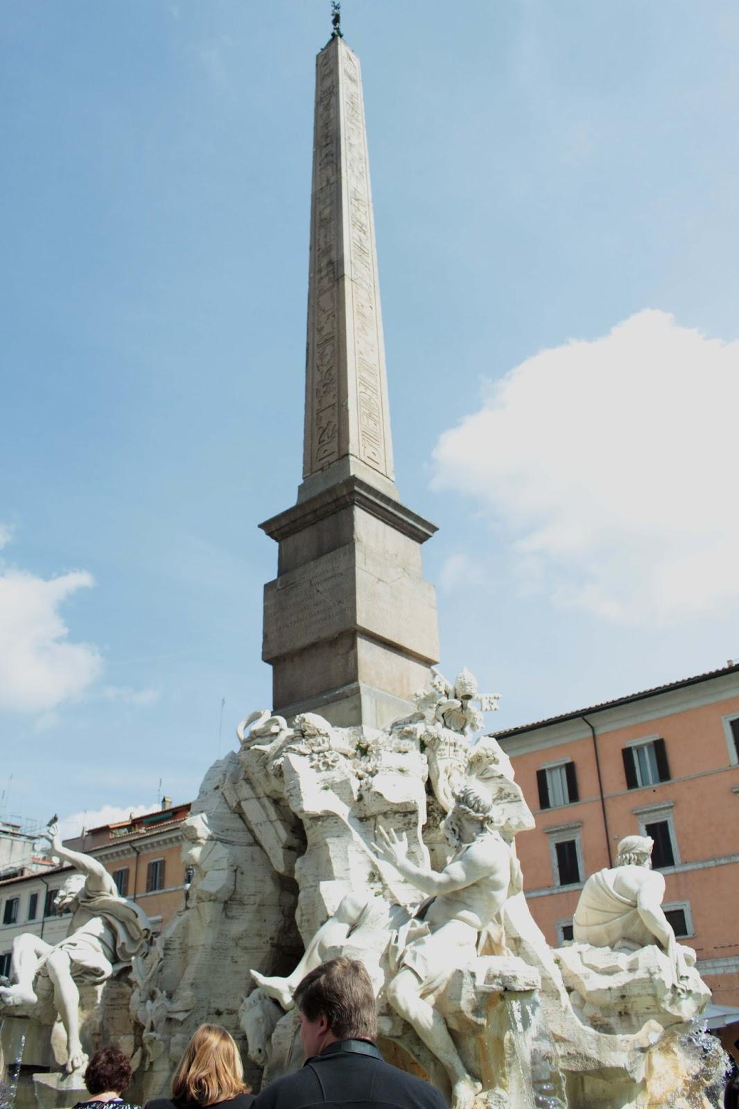 fontana de quattro fiumi palazza navona fontana de quattro fiumi palazza navona uk travel blogger in rome