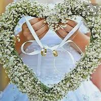 Cuore di fiori portafedi