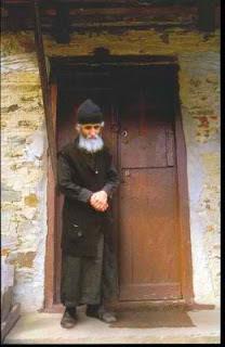 Agios-Paisios-Oi-Ellines-exoyn-ena-doro-apo-ton-Theo-to-filotimo-kai-thn-leventia-ola-ta-panygyrizoyn