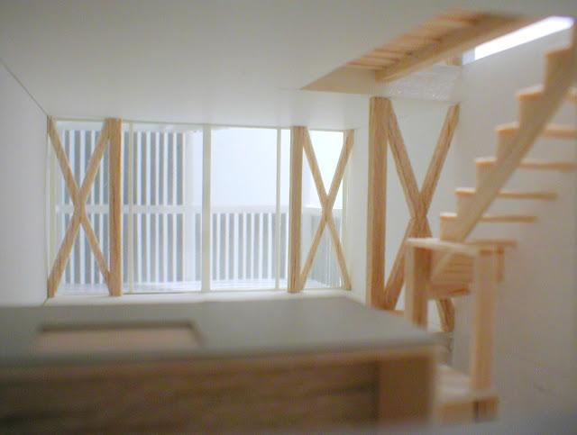 木製スクリーンとバルコニーのある三階建て狭小都市型住宅 内観模型2階