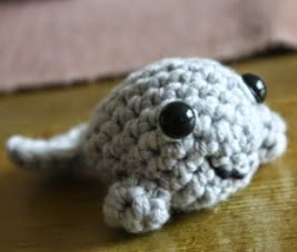 http://translate.googleusercontent.com/translate_c?depth=1&hl=es&rurl=translate.google.es&sl=no&tl=es&u=http://amigurumi.blogg.no/1280391715_minisel__middels.html&usg=ALkJrhjRr7DuyuzNbUz8oo-GMerUDpE18A