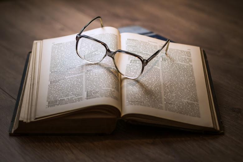 書籍-書籍-字典-眼鏡