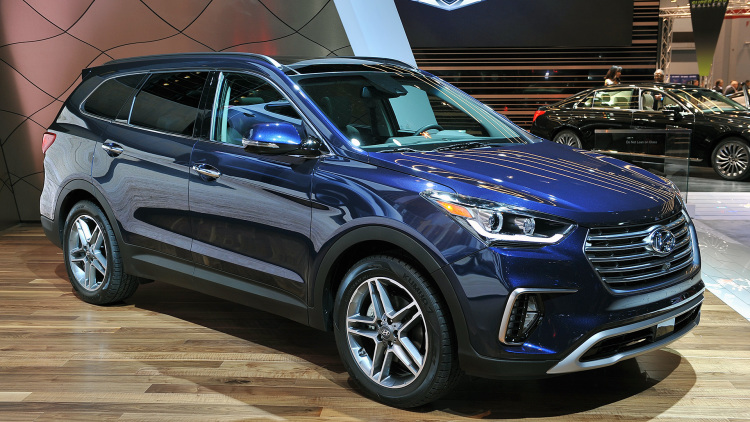 The Hyundai Santa Fe Has Been One Of Top Choices For A Seven Seat Family Suv Some Time Now Despite Newer Versions Nissan Pathfinder