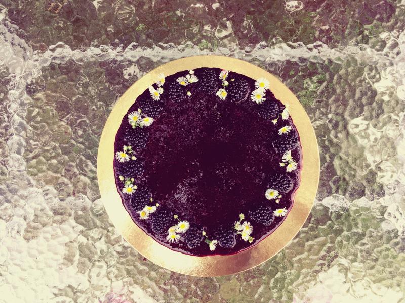 Bezinkový cheesecake s ostružinami