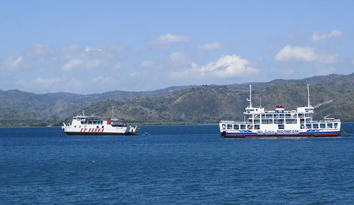 Penyeberangan di Selat Lombok