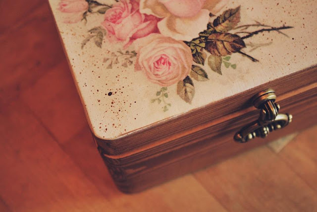 decoupagowe pudełko z różami