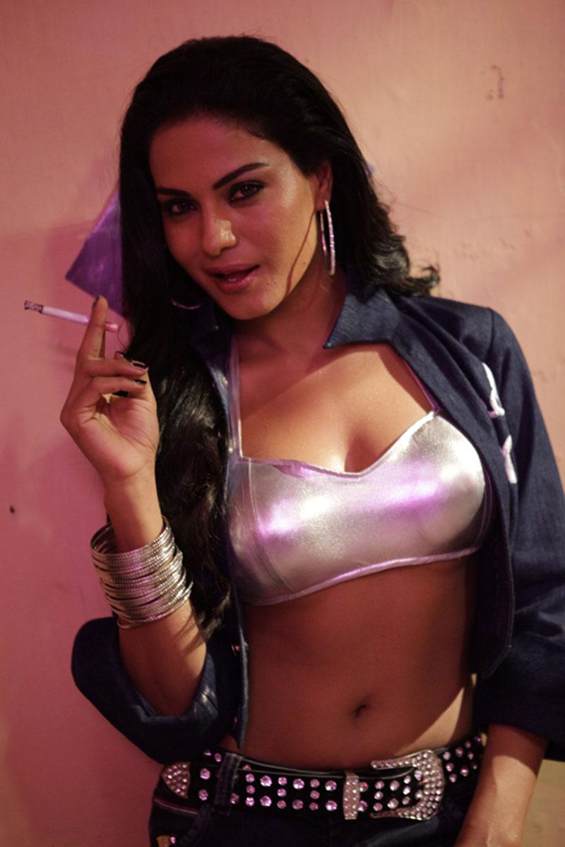 bold perfect Veena malik latest hot photos from rangeela movie