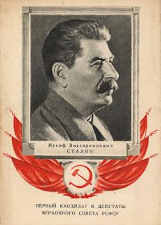 Un manifesto elettorale del 1937 con un ritratto classico di Stalin.