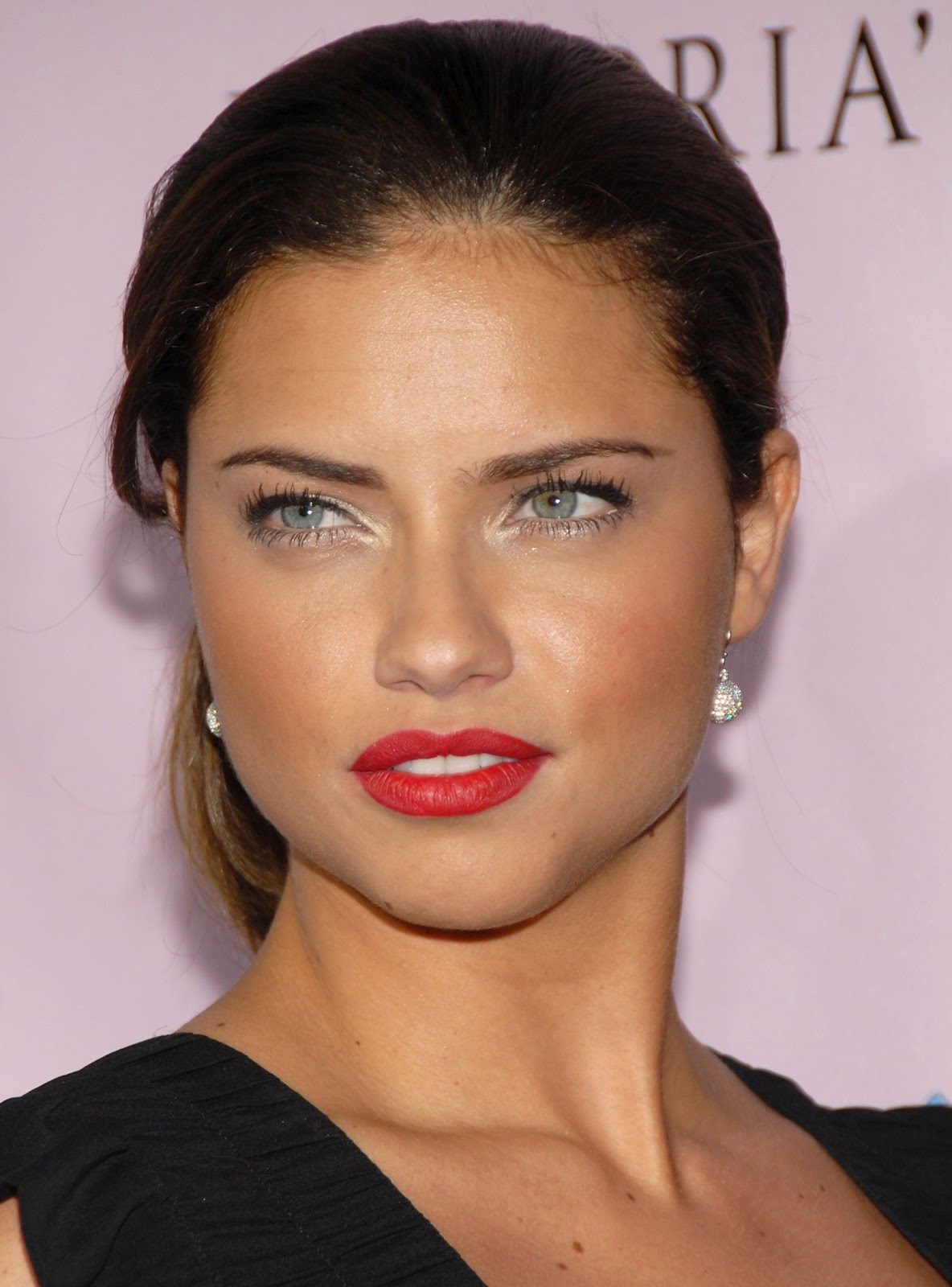 Adriana Lima S Hairstyles Amp Make Up Gallery Models