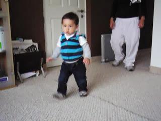 Bebé 11 meses caminando