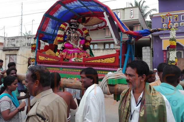 రెండు కర్రలపై నలుగురు పట్టుకొనేలా ఒక అరపను ప్రభలు - Prabhalu