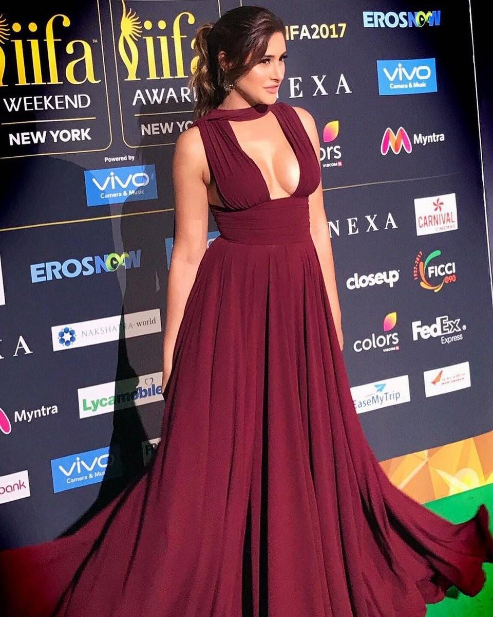 Nargis Fakhri Flaunts Her Curves at IIFA Awards 2017 Stills