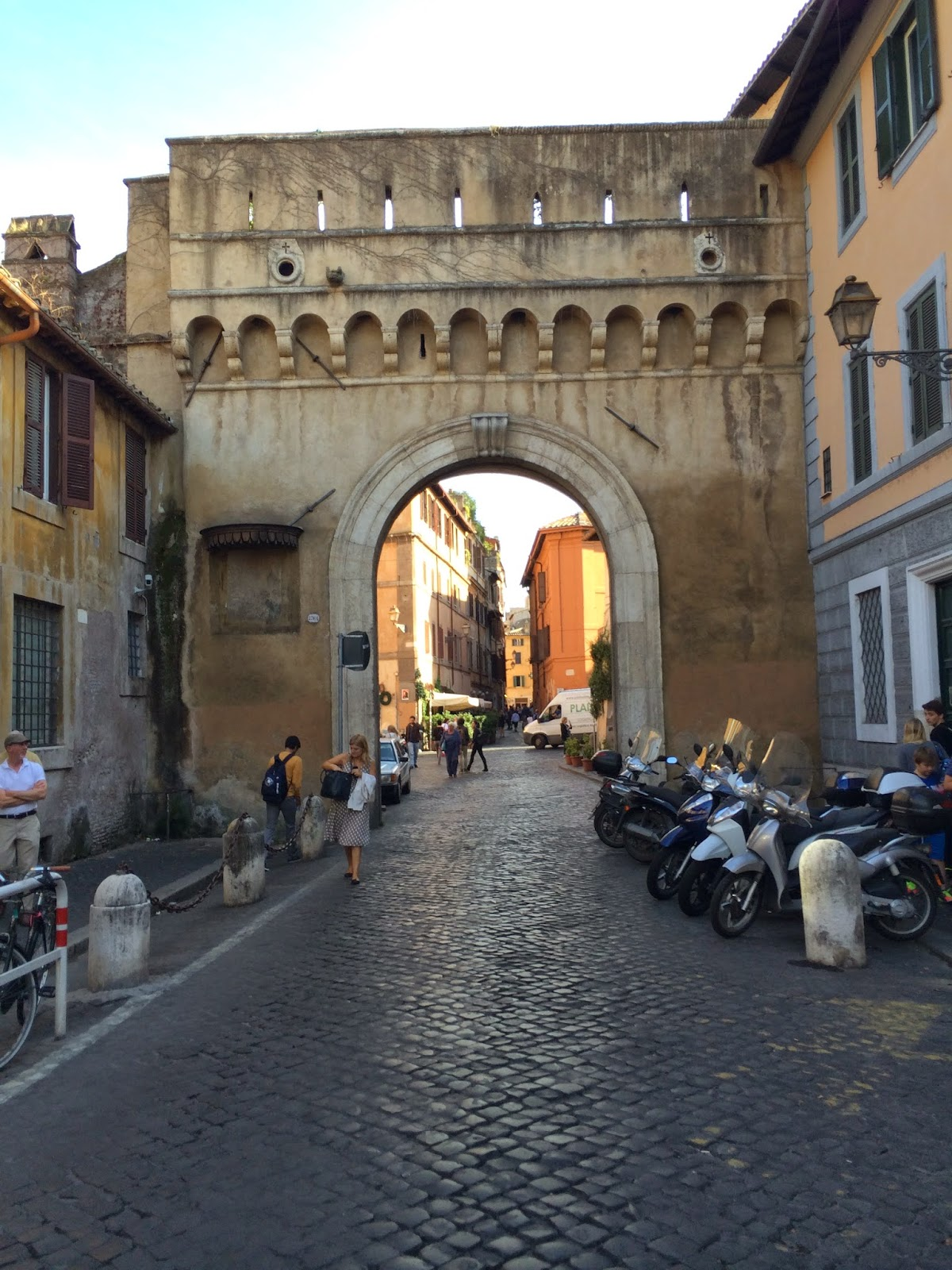 5-Things-I-Adore-About-Rome-Walking-In-Rome