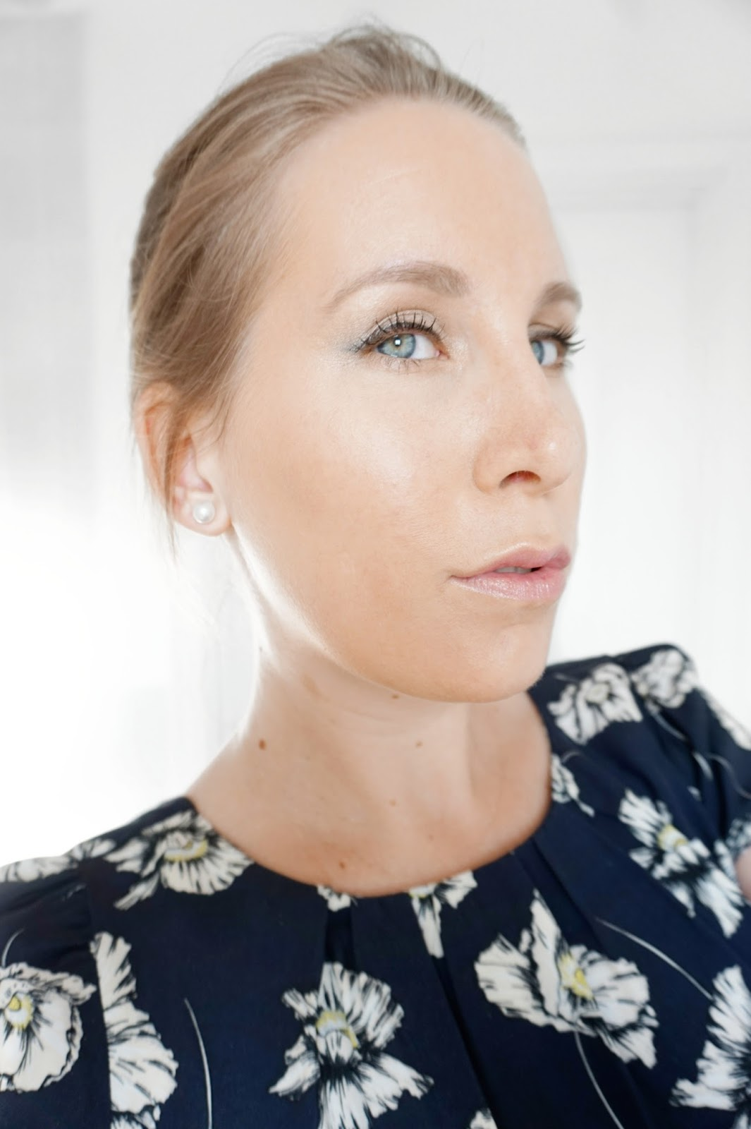 Jane_Iredale_Full_Face_Sideways_Selfie