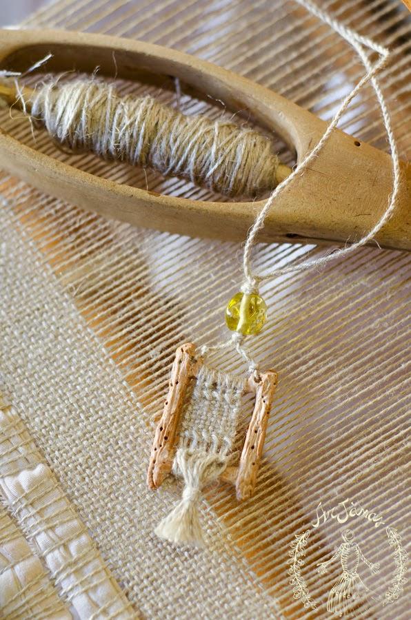 Collana telaio con tessitura in lino fatto a mano arjanas